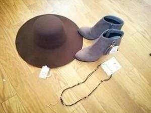 今季流行りのフェルトハット帽